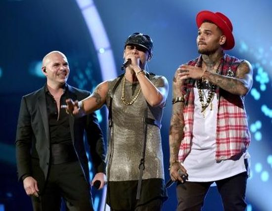 MSC Noticias - SPA-2014_15th_LATIN_GRAMMY_AWARDS_-_Pitbull-Wisin-Chris_Brown_459323292 Agencias Com y Pub DLB Group Com Musica Publicidad