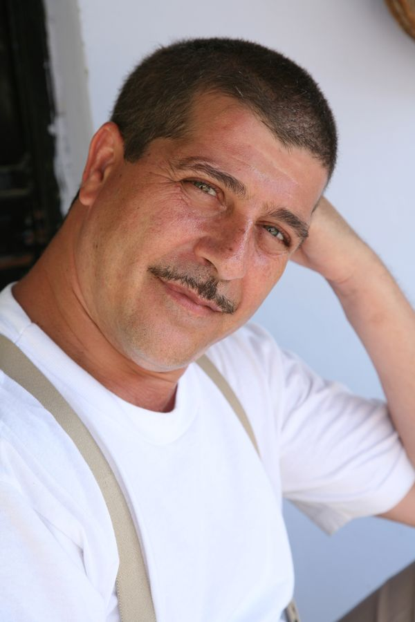 MSC Noticias - ROBERTO-LAMARCA-EN-AUNQUE-MAL-PAGUEN-7 Farándula Venevisión Com