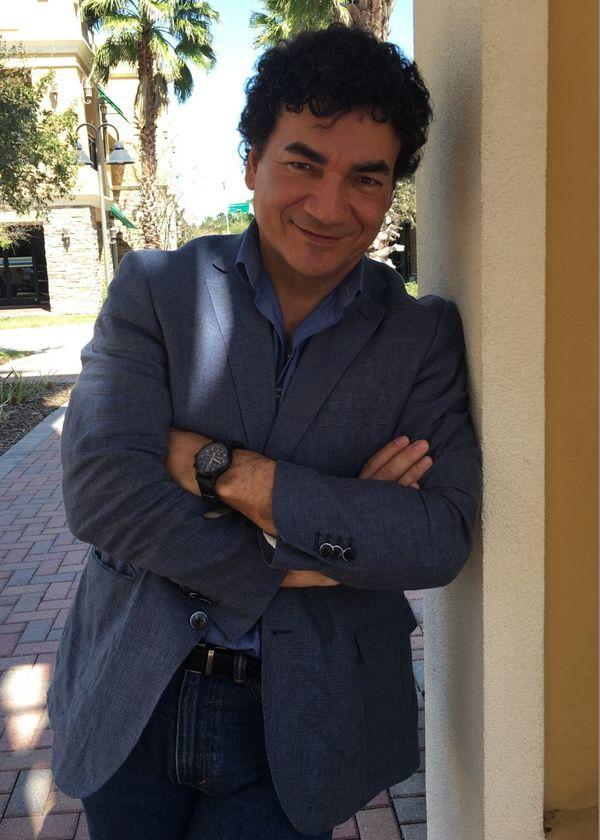 MSC Noticias - Juan-Carlos-Salazar-Moliendo-Café Isidro Gonzalez Com Musica
